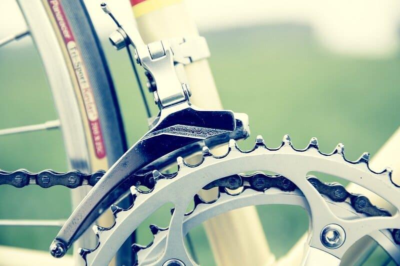 chaine qui saute vélo